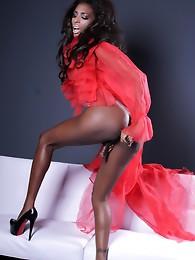 Ebony Natassia toys her ass