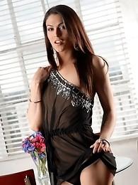 Irresistible Domino Presley posing her perfect body